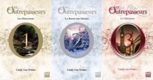 Les couvertures des trois tomes des Outrepasseurs de Cindy Van Wilder Dorure à chaud : or pour le 1er, argent pour le 2nd et cuivre