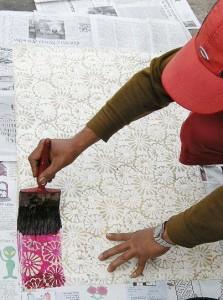 Teinte du tissu au pinceau